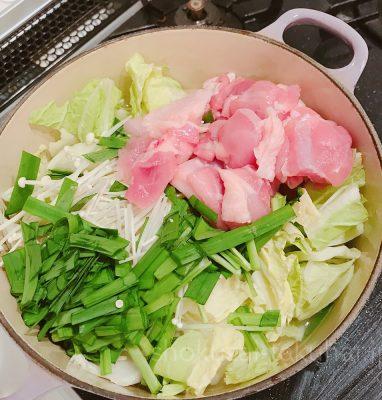 ③野菜とお肉を入れて煮る
